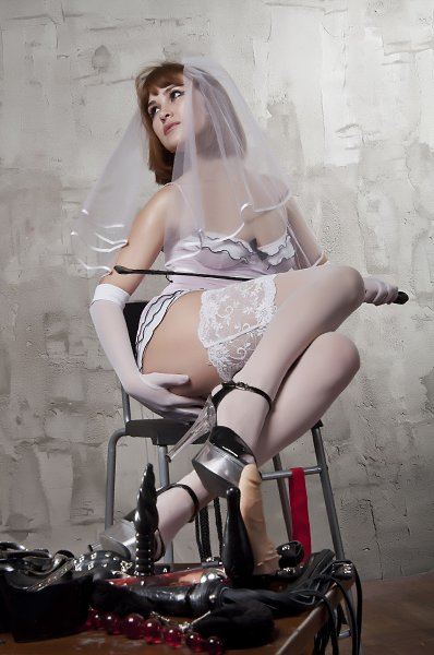 Госпожа адель екатеринбург, трахают женщину не снимая трусов