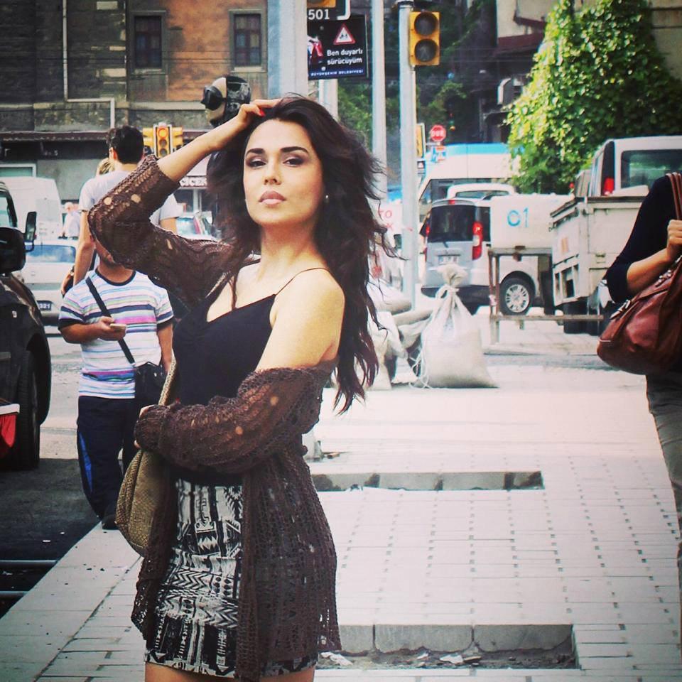 возбуждает смотреть фото азербайджанок радостью сообщаю