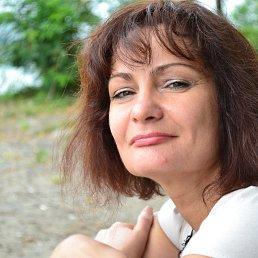 Это мне полтинник..Только из Днепра вышла..Тепло..Плавала..Изображаю улыбку..Но ..честно .Не весело...