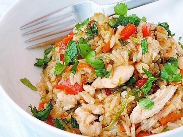 Плов с курицей. Вам потребуется: Филе курицы — 3 шт Морковь — 1 кг Рис — 0.5 кг Приправа (для плова) ...