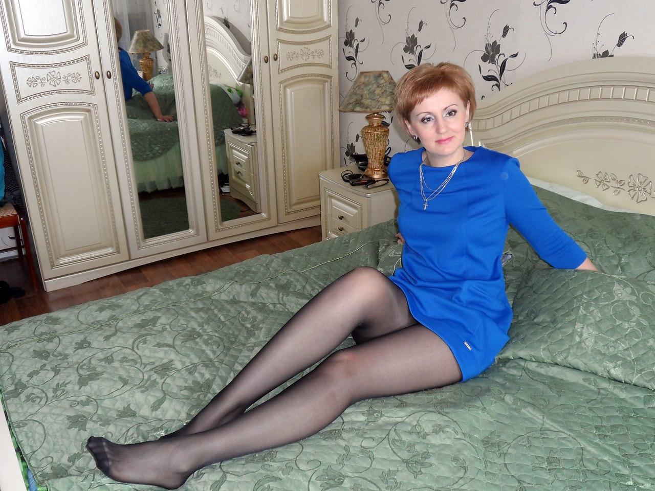 domashnie-foto-zrelih-zhenshin-v-kolgotkah-v-kontakte