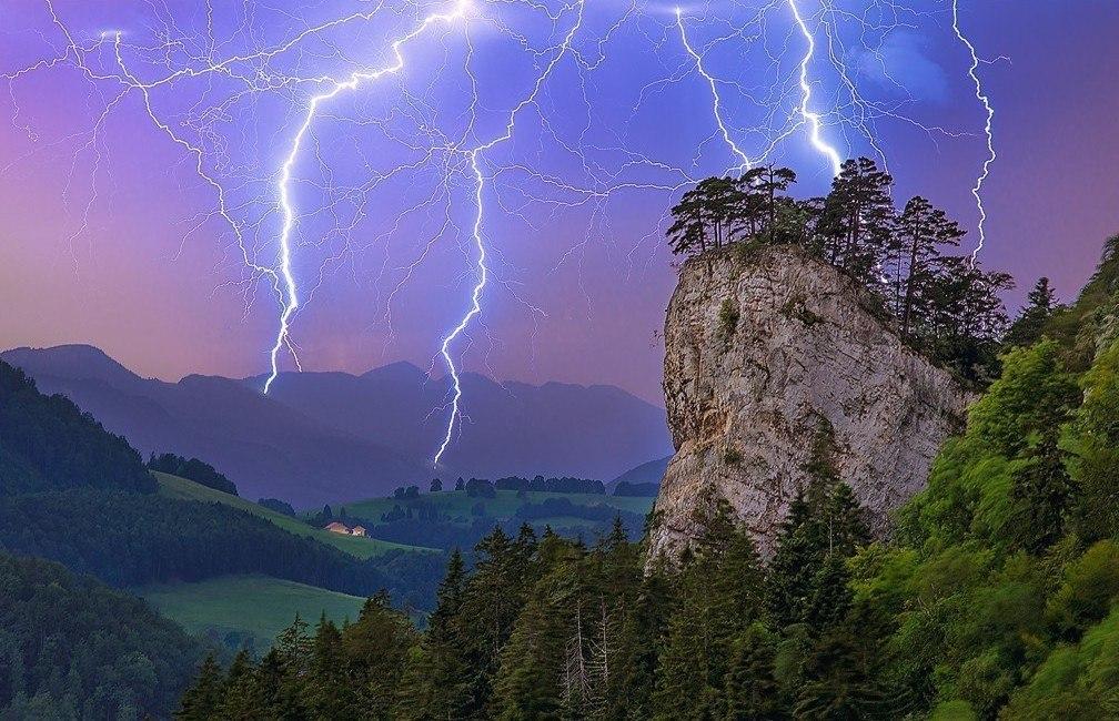Картинки гроза и молния в горах