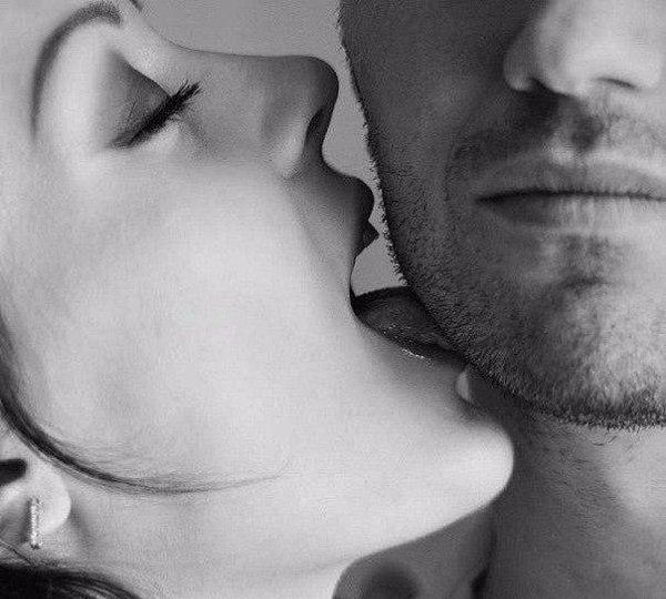 Парень целует ее в шею картинки