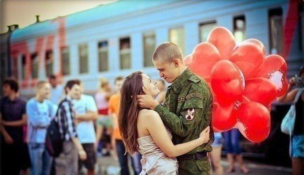 Парень пришел с армии и девушку свою 8
