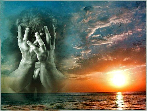 С тоской и сожалением о прошлом вспоминает лишь тот, кто несчастен в настоящем и потерял веру в ...