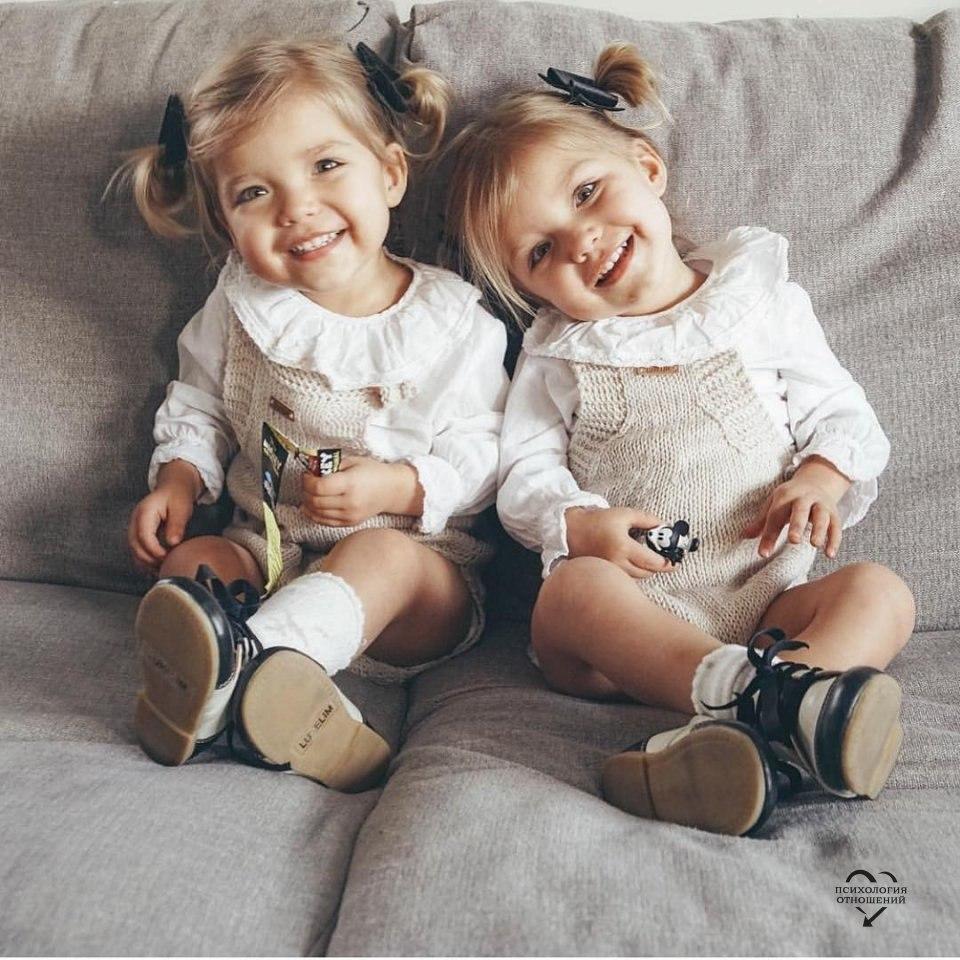 Картинки близняшек маленьких