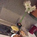 Картофельное пюре, отбивные, салат с квашеной капусты.