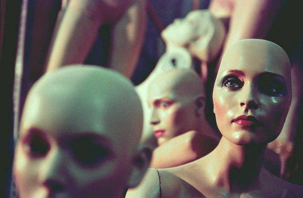 Я живой человек - душа, разум, плоть. Ношу синтетическую одежду, искусственную кожу, капроновые ...