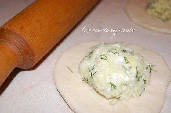 Невероятно вкусная вещь хичины с сыром и зеленью, и еще с картошкой и зеленью к ужину.Лепёшки с ... - 2