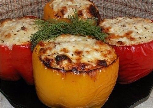 Курица в перце.Ингредиенты:- 4-5 болгарских перца (крупных)- филе курицы- 2-3 помидора (небольших)- ...