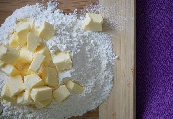 Пирог со смородиной.Ингредиенты:Разрыхлитель — 1 ч. л.Соль — 1 щепоткаЯйцо — 3 шт.Крахмал — 1 ч. ... - 2