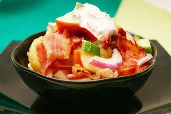 Шведский картофельный салат.Ингредиенты:Картофель — 700 гБекон — 150-200 гЛук красный — 1 шт.Огурец ...