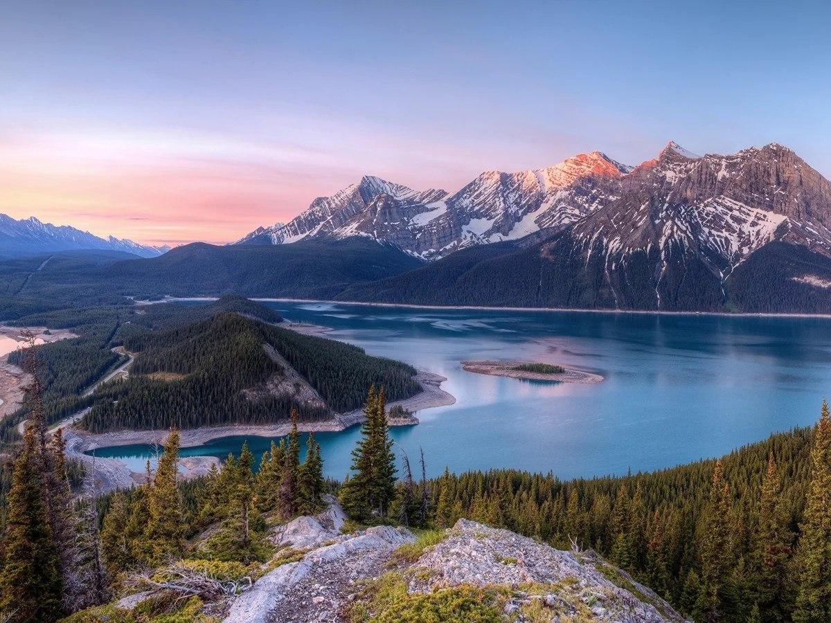 Общее количество озёр на территории Канады 3 миллиона. Это больше, чем во всех странах мира сразу и ... - 2