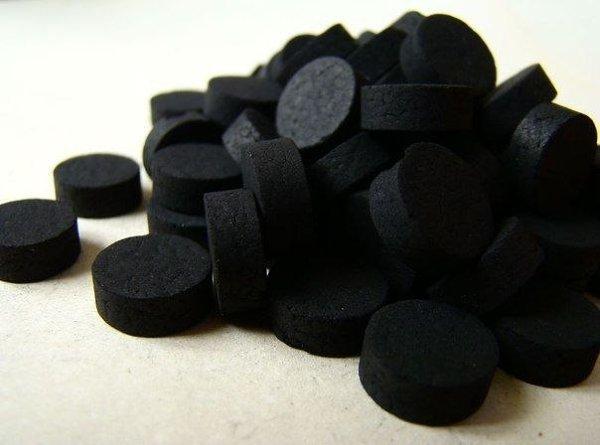 Активированный уголь очищает не только желудок! Уголь способен вытягивать токсины и грязь, поэтому ...