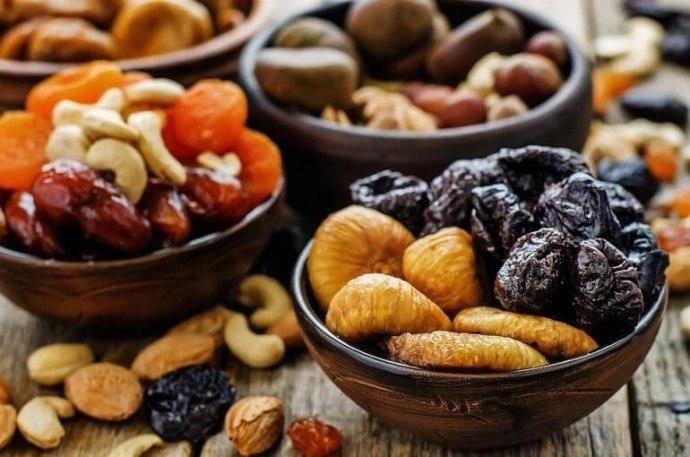 Сухофрукты вместо таблеток и витаминов. Сушеные финики — прекрасный заменитель конфет. Они такие же ...