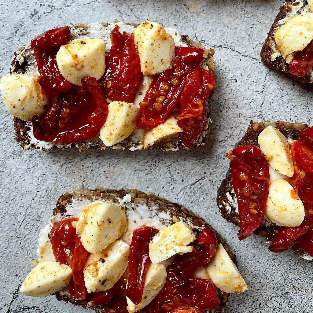 Рецепт вяленых томатов.Для бутербродов, в салаты, в пасту или в омлет — эта вкуснятина дополнит ваше ... - 2