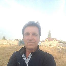 Виктор, 52 года, Бишкек