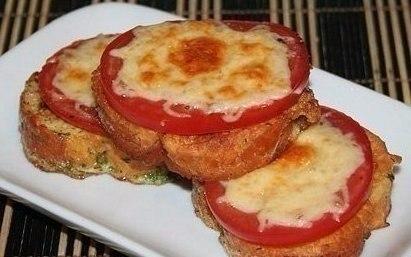 Гренки с помидорами и сыром к завтраку. Ингредиенты на 1 порцию: - 3 кусочка хлеба, лучше всего от ... - 6