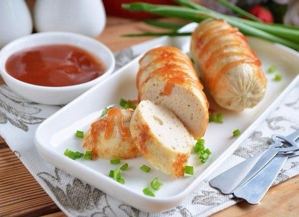 Домашние сосиски с курицей.Ингредиенты:Куриное филе — 500 гЯйцо — 1 шт.Масло сливочное — 50 ...