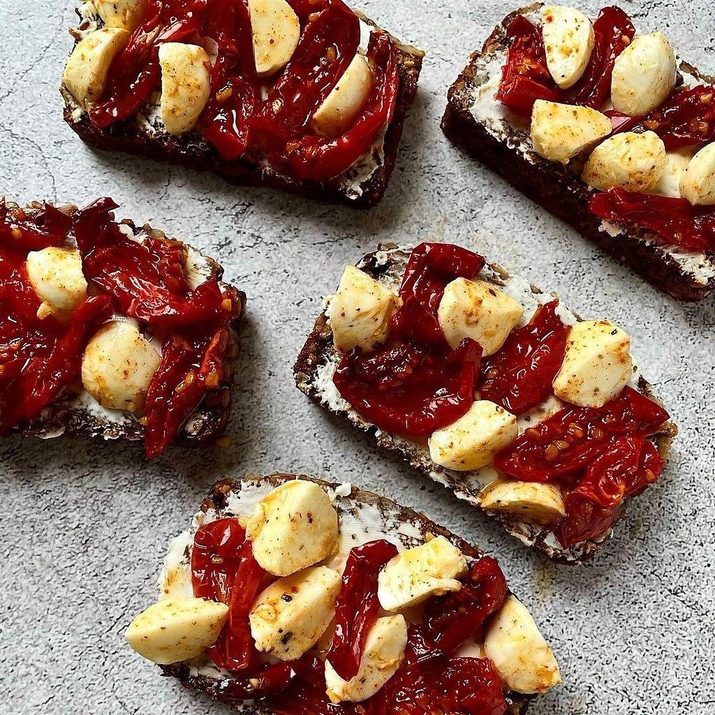 Рецепт вяленых томатов.Для бутербродов, в салаты, в пасту или в омлет — эта вкуснятина дополнит ваше ... - 5